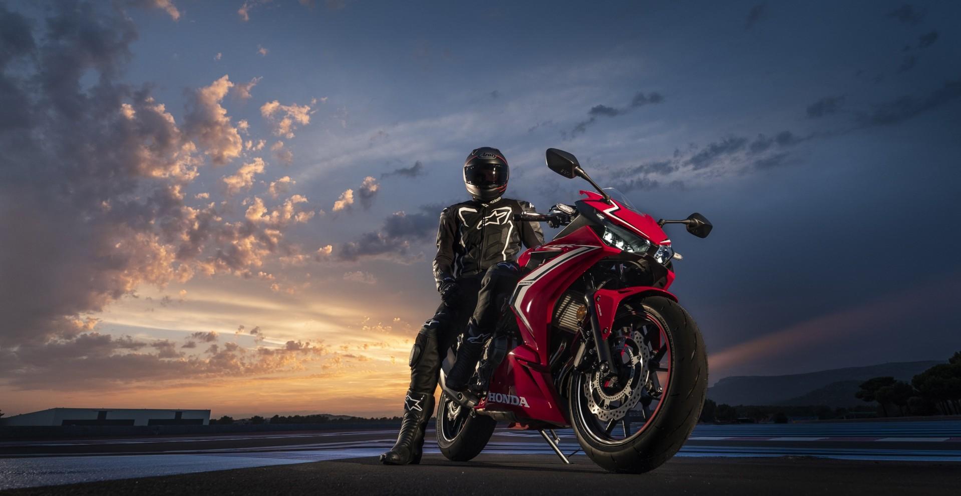 CBR500R : dès le permis A2, vous pouvez rouler sur une moto aux allures de grande
